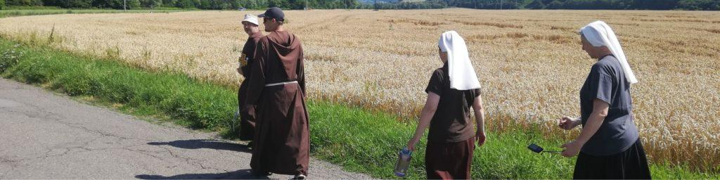 Vavrinec a pútnici cez Novú Baňu